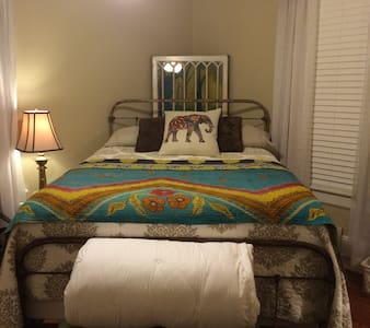Guest Room in Downtown Harrisonburg - 一軒家