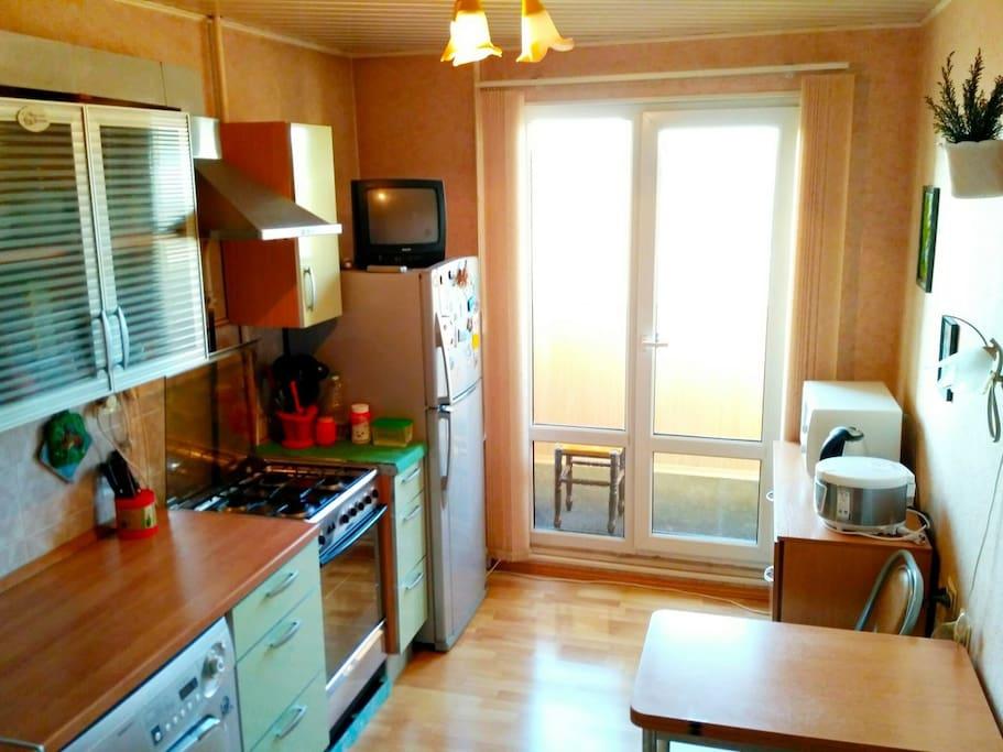 Кухня с выходом на лоджию