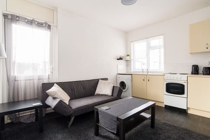 Entire Place, 1 Bedroom Flat in Cardiff.