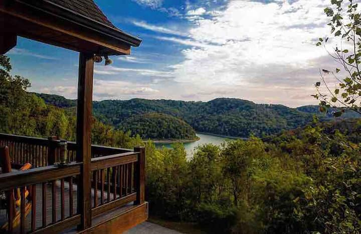 The TN Cabin - Lake View - 1 hour from Nashville!