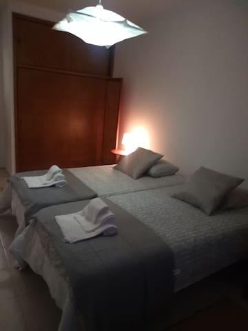 Quarto 2 camas de solteiro