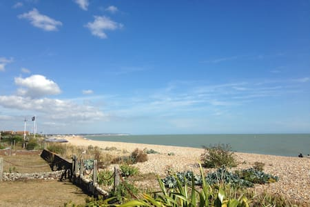 Family home on the beach - Pevensey Bay - Hus