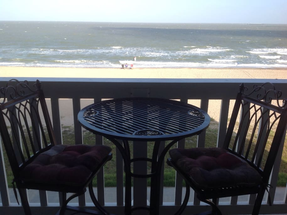 Beachfront VIEW from YOUR Balcony!