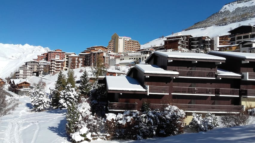 Zone piétonne - véritable ski aux pieds - Famille