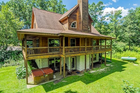5 BR Home Less than 1 Mile to Wisp Resort - McHenry
