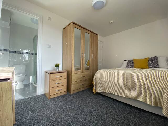 Quiet Coventry Double En-suite