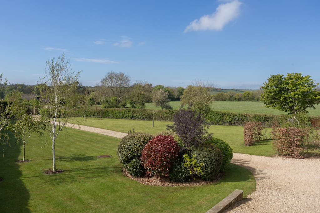 Views over Gardens & Cotswolds