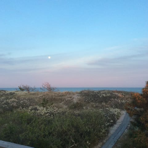 TREASURED QUOGUE BEACH HOUSE- FIRST TIME OFFERED - Westhampton Beach - Casa