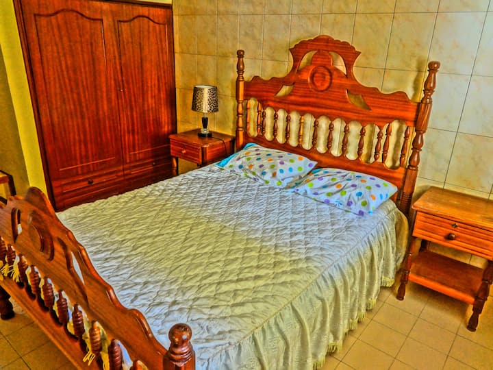 Spacious double bedroom/CapeVerdean family