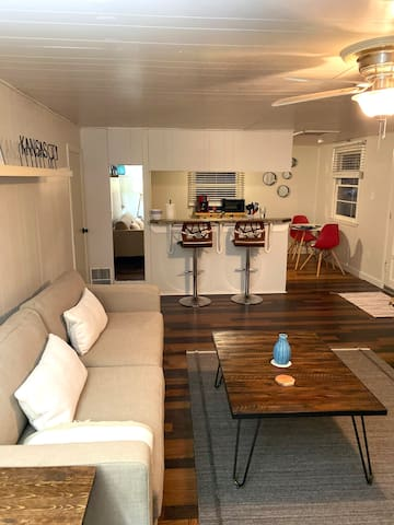 ★ Remodeled private apt ★ Near KU Med, 5 min to DT