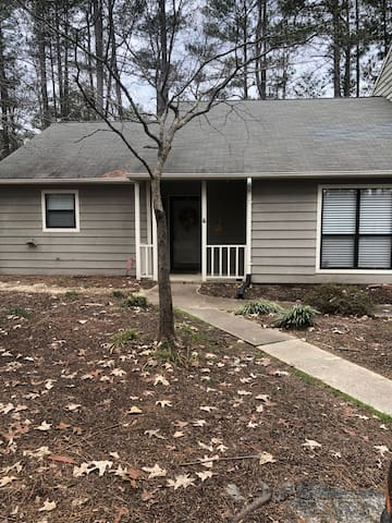 Spacious newly renovated condo in heart of Cary!!
