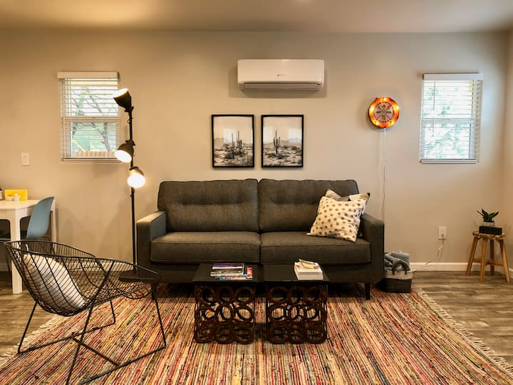 Freshly renovated 1 bedroom house, steps from UofA
