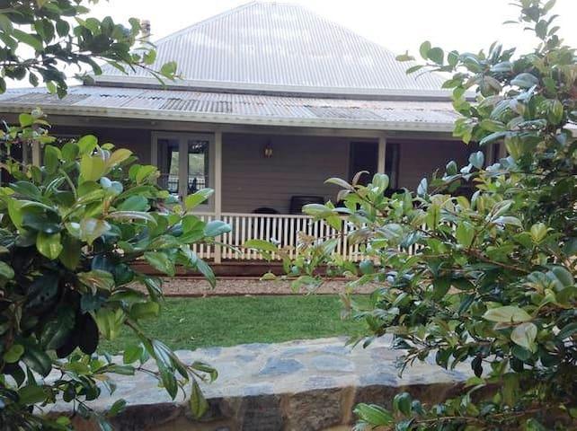 "Mapleton Falls Accommodation ""The Farm House"""