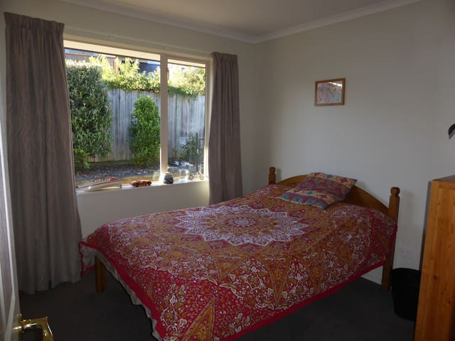 Double bedroom in beautiful Waikawa