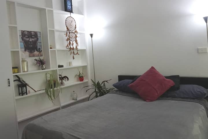Zen Room in Glebe. Own Private Balcony