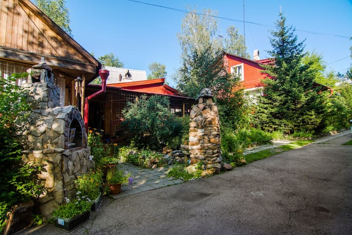 Nature and chillout, atmospheric homestay - Irkutsk - Hus