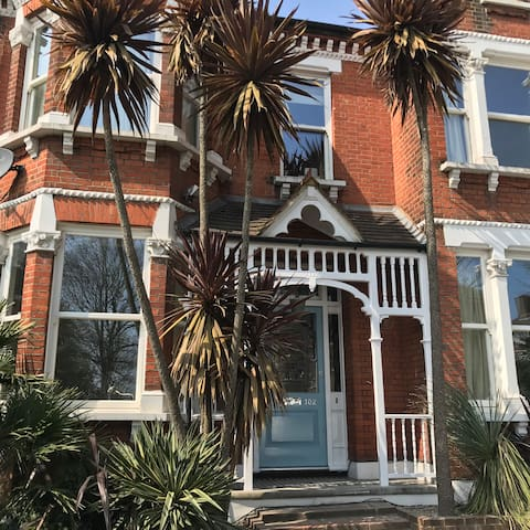 Large Victorian house in fantastic London location