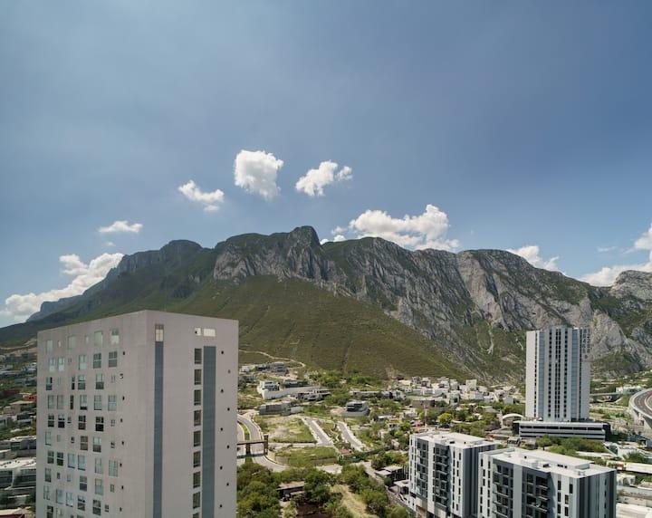 Modern & Deluxe. Vista las montañas de La Huasteca