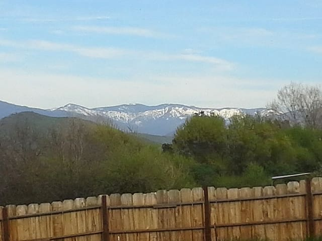 Private Room with Snow Capped Sierra Nevada View. - Porterville - House
