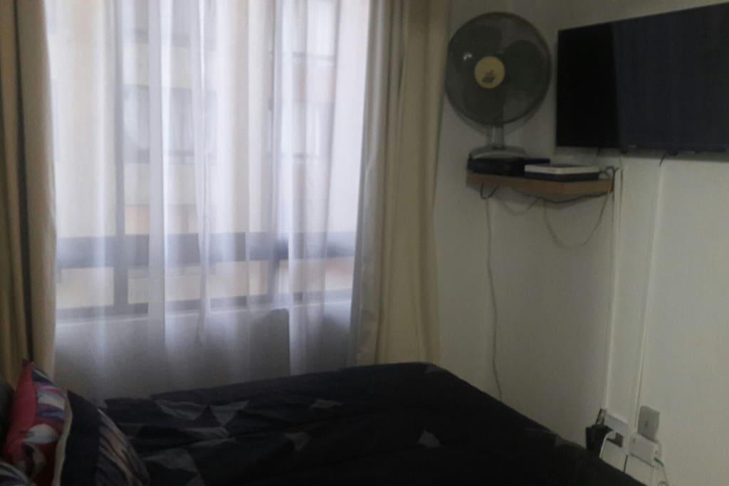 Smart tv, wifi, ventilador