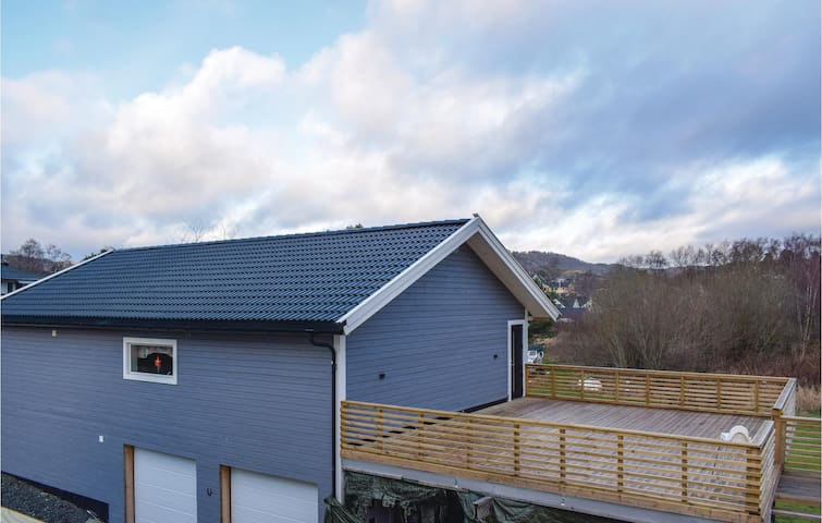 Holiday apartment with 3 bedrooms on 85m² in Lyngdal