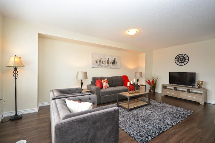 Fully Furnished 3 bedroom Townhome Milton