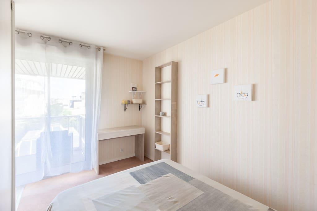L espace chambre avec un vrai lit coffre