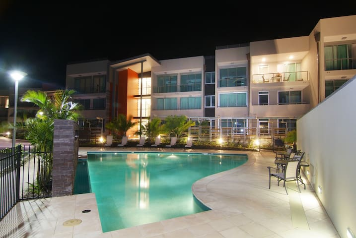 Airlie Beach - 3 Bedroom, Absolute Water Front