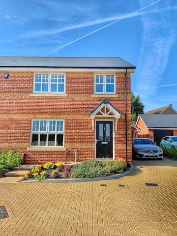 Dbl-Rm in New-Build Barming Home close to Station