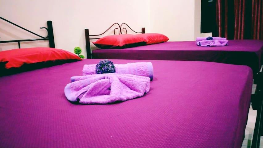 ROOM 1 @ Tihany Homestay Seri Iskandar - Seri Iskandar