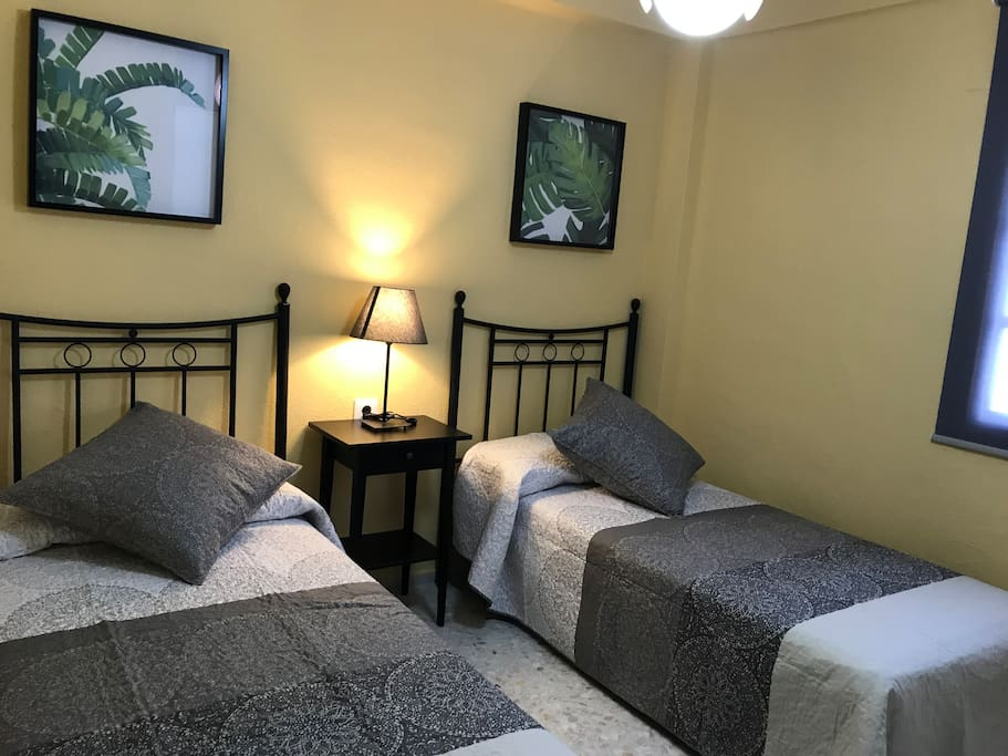 Dormitorio dos camas negro