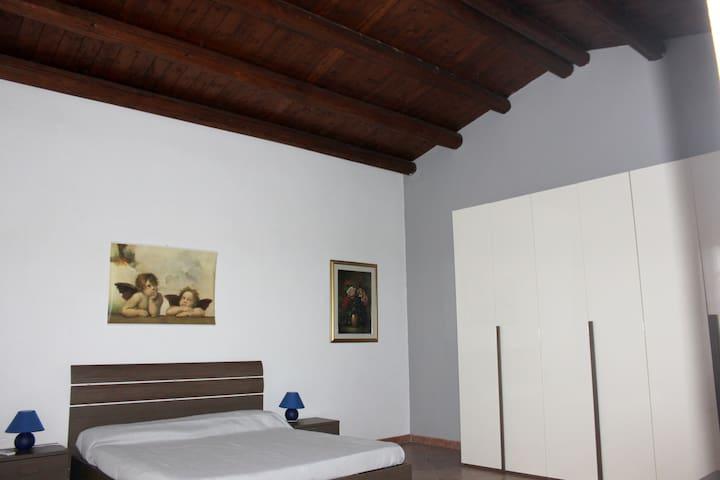 Geräumiges Haus mit Terrasse & Wifi