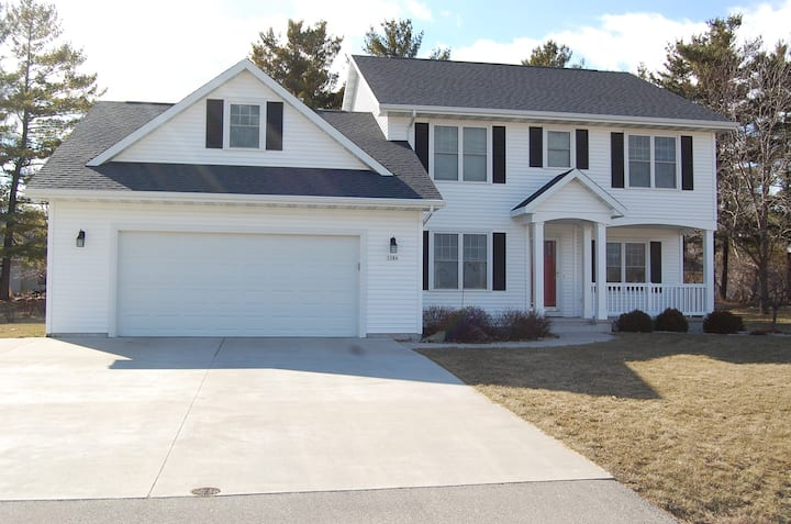 Oshkosh: 5-bedroom house for rent-7 miles from EAA