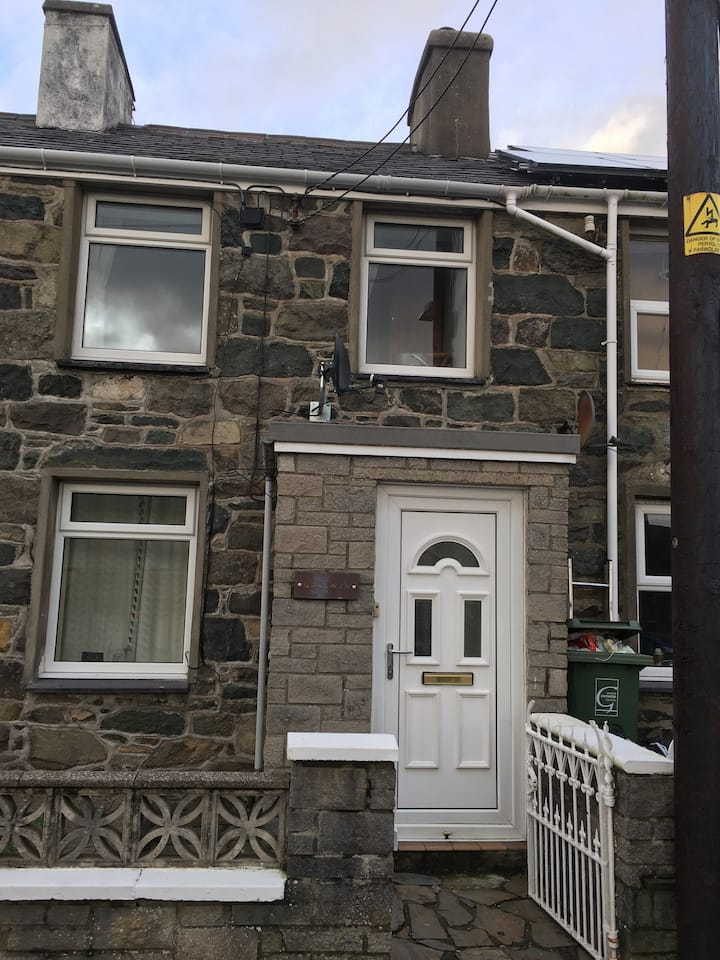 Cosy 2 Bedroom House in Waunfawr, Snowdonia
