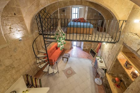 Unique Artsy Loft :) (Ref: PA) - Il-Belt Valletta