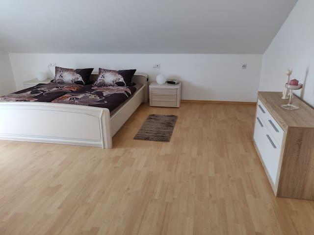 Schlafzimmer (groß)