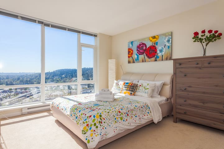 SUPER VIEW! SUPER LOCATION! 1 BR APT+FREE Parking! - Coquitlam - Apartamento