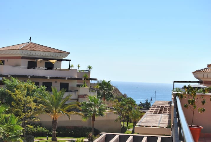 Spacious and sunny apartment with sea views