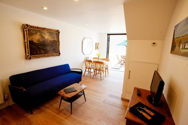 One Bed Luxury Converted Barn with Gym & Spa (HH)