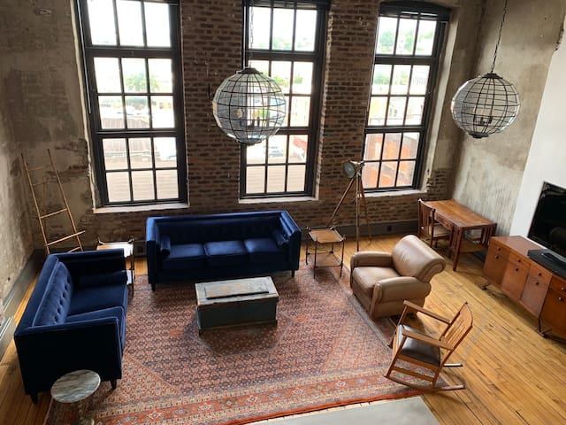1889 Loft in Heart of Downtown Knoxville