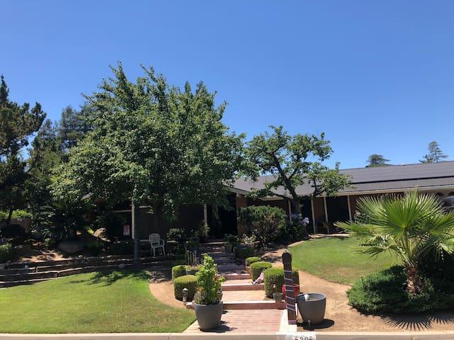 Refreshing Retreat in Prestigious NW Fresno!