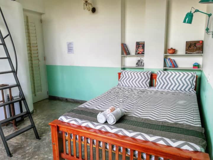 Cosy room in amazing Villa