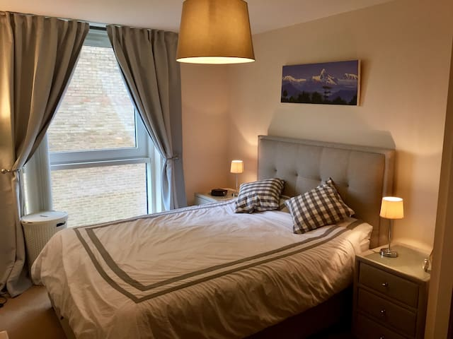 Luxury Waterfront Room in Cardiff Bay