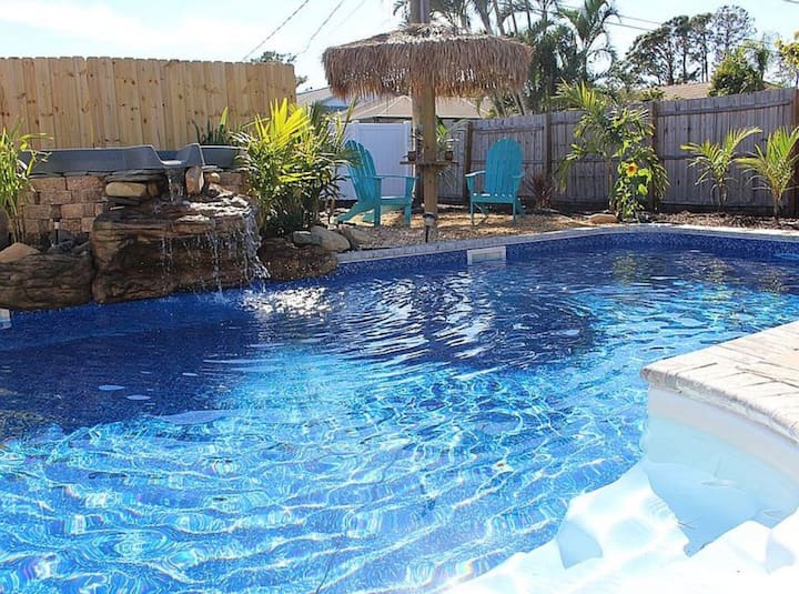 *Hidden Oasis* Heated Pool w/ Spa! Walk to beach