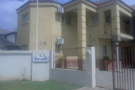 Lovely upmarket Guest apartment - Vanderbijlpark