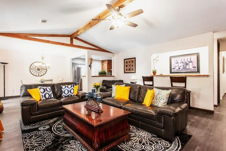 Stunning, Custom, Comfortable, Cozy and Clean home