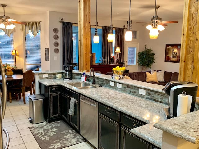 A mile from Lake w/ pool outdoor kitchen & firepit