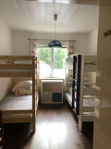 Bedroom 2 has upgraded to 4 beds/2号房间变成4张床。