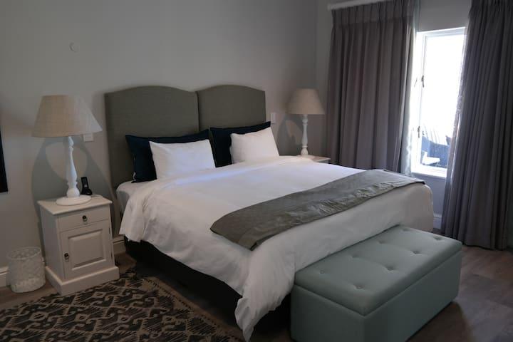 Bed Sitter @ Quartet Hotel