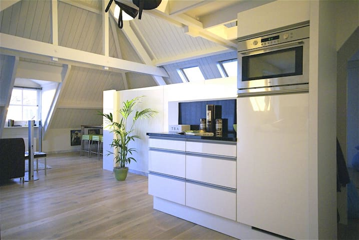 Luxurious Penthouse right in the city center! - Kampen - Daire